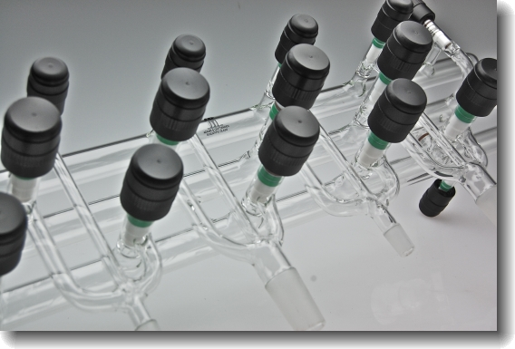 Triple manifold detail
